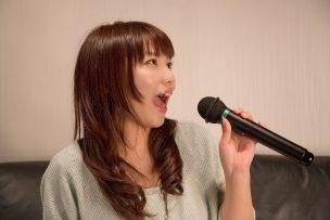 www-pakutaso-com-shared-img-thumb-nkj52_karaokeutauonnanoko