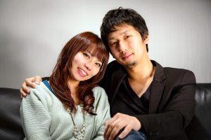 --www.pakutaso.com-shared-img-thumb-PAK75_sofanisuwaruhosthuudansei
